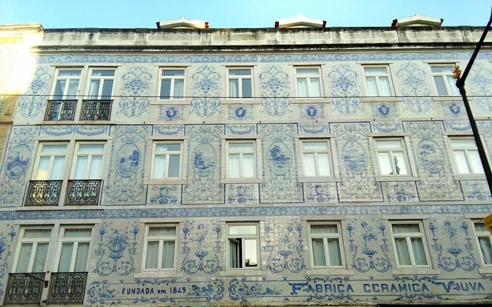 8 magn ficas fachadas de azulejos em lisboa miss lisbon for Fachadas con azulejo
